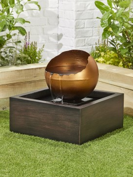 Pooling Sphere Water Feature